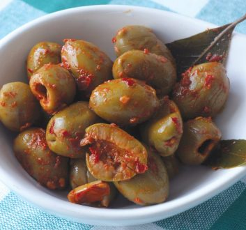 зелени-маслини-с-чили-деликатесни